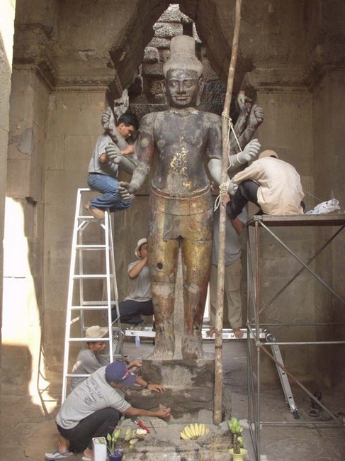 Restoration work on the figure of Vishnu.