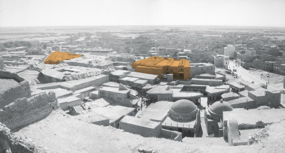 View of the Erbil Bazaar from the citadel in 1953, with the two Ottoman Qaisariyas marked in colour.